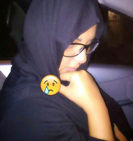 زوجة مغربية تستعرض جسمها الجذاب