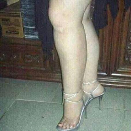 سيقان وأقدام مثيرة وحلوة