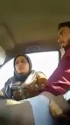 سكس عربى سواق نص نقل واخذ شرموطة محجبة وفرتكة نيك داخل العربية