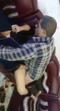 سكس عربى جديد فضيح شرموطة محجبة تروح لسباك وينكة