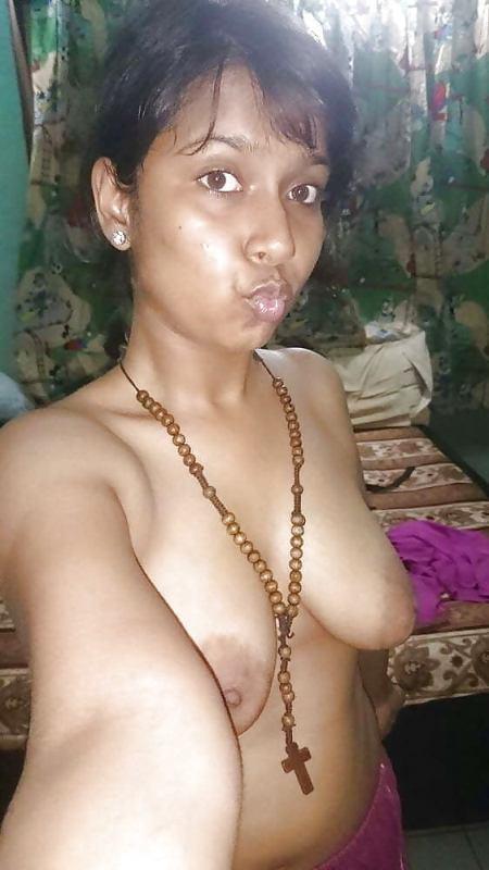 هندية تستعرض بزازها الحلوين والجامدين