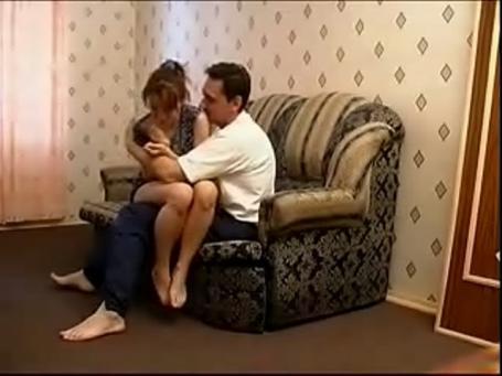 بنوتة روسية تتناك أمها بتصوير مخفي