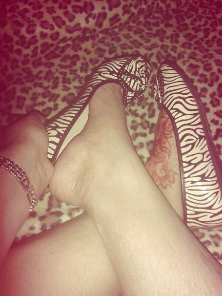 أقدام عربية مثيرة وجلوة