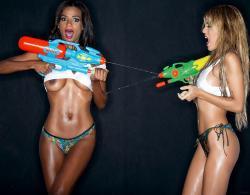 Liz & Oriana Desnudas En Interviú